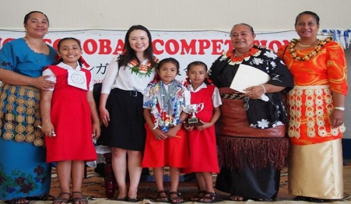 Mele Loloahi Moimoi with Ms. Yoko Tochihara from the Embassy of Japan at the Vava'u Soroban Competition.